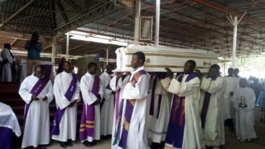 Religion : Abbé Bernard Adil Ndilbé, le marabout catholique, est accompagné à sa dernière demeure