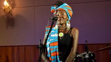 Iyalat – Nodjikoua Dionrang Épiphanie : son rêve du barreau brisé, sur le micro elle a misé