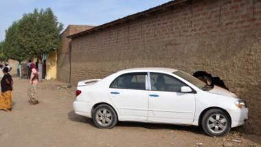 Fait divers : une voiture s'enfile dans une maison sans causer de perte en vie