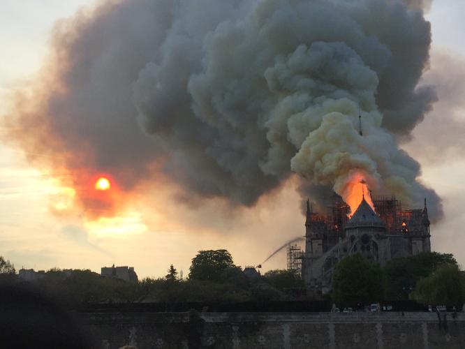 Incendie de la cathédrale Notre Dame de Paris : Deby partage l'émoi de la France et du monde entier