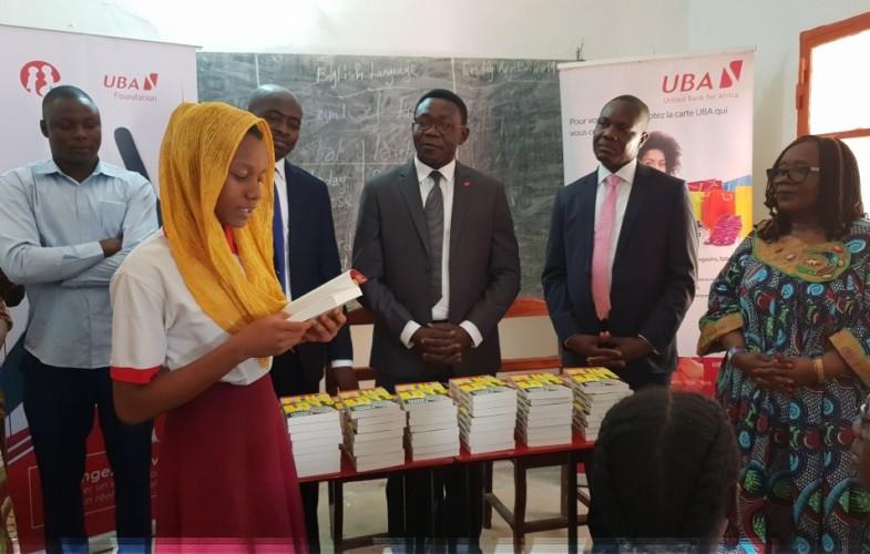 Tchad : la Fondation UBA offre des livres à deux établissements de N'Djamena