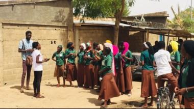 Culture : de la scène à la rue, le slam tchadien se crée une nouvelle piste