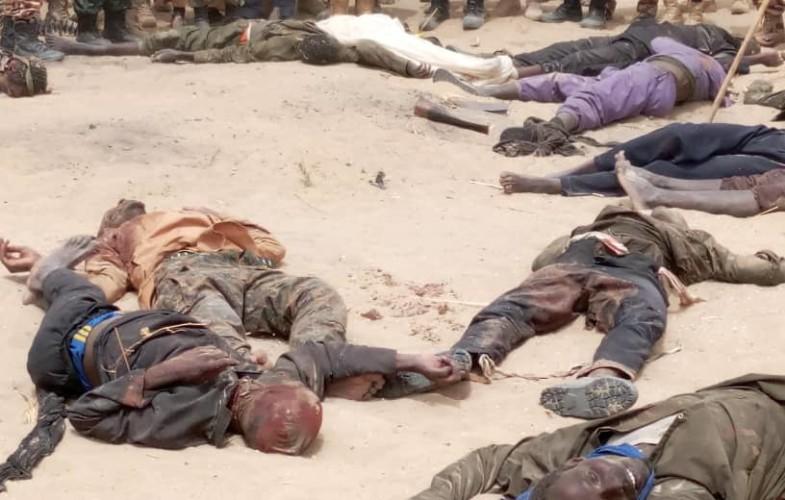 Tchad : « La nation salue votre mémoire et vos sacrifices suprêmes », tweete Deby