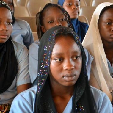 OIF : les stéréotypes sexistes et la pesanteur sociale comme obstacles à l'éducation des jeunes filles