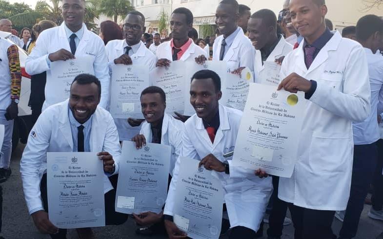Santé : 133 Tchadiens formés en médecine à Cuba obtiennent leurs parchemins