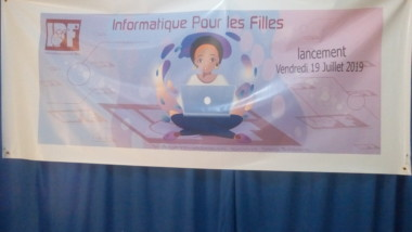 """Tchad : Hababa Amadou Brahim lance le projet  """"Informatique pour les filles"""""""