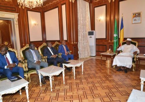 Tchad-Angola : le ministre des Affaires étrangères Manuel Domingos Augusto reçu par le président Déby
