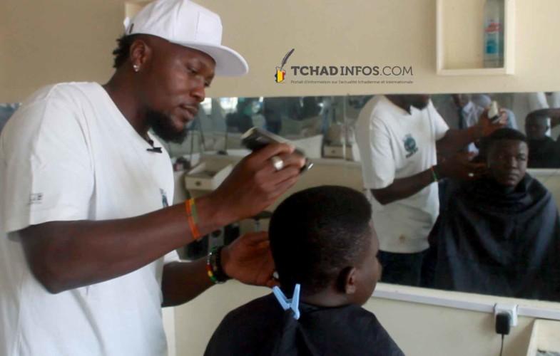 VIDEO. Société: à N'Djamena, des coiffeurs malgré eux