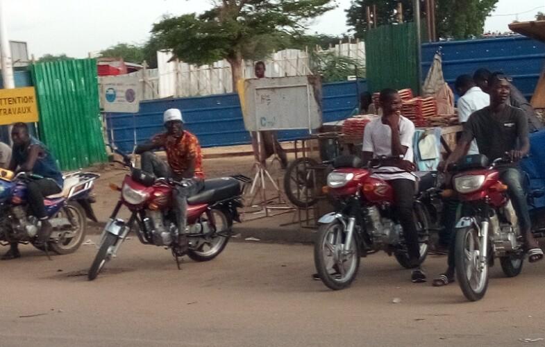 """Économie : """"Clando"""" le business ou l'entreprise des jeunes chômeurs tchadiens"""