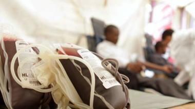 Société: des hommes troquent leur sang contre des billets de banque