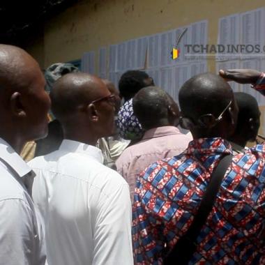 VIDEO. des enseignants suspendus de la Fonction publique grognent
