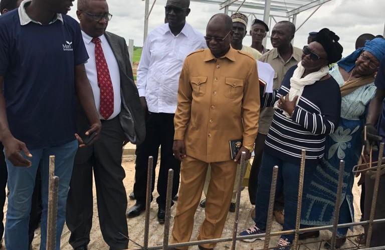 Elevage : Kalzeubé inspecte les chantiers du complexe laitier de Mandelia et l'abattoir de Djermaya