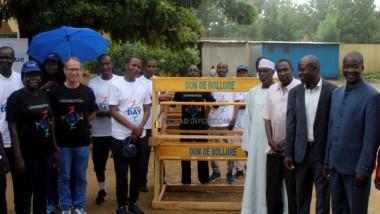 Tchad : Bolloré Transport &  Logistics offre des tables-bancs à l'école pilote de Farcha