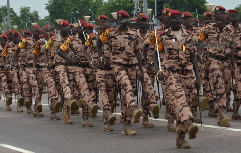 Société : des uniformes militaires se retrouvent vendues au marché noir