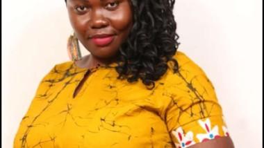 Société : quand Pitimbaye Sylvie recycle des déchets plastiques pour orner des salons