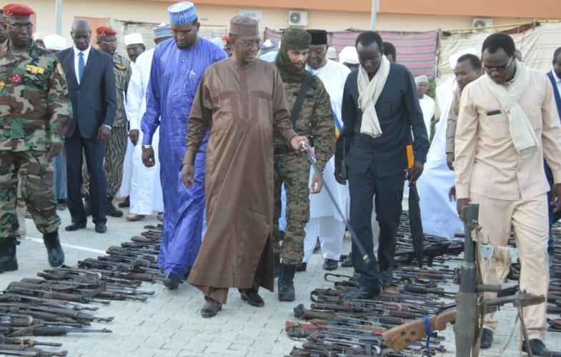 Tchad : 2 000 armes de guerre et 7 000 munitions saisies présentées au Chef de l'Etat