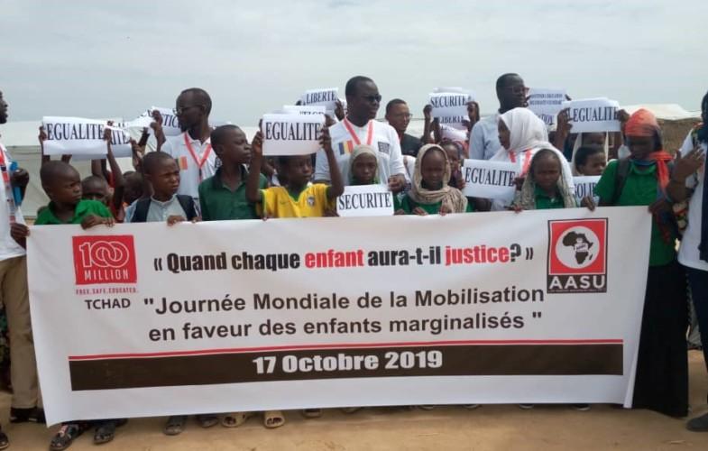 Tchad : l'ONG 100 millions campagne offre des fournitures scolaires aux élèves réfugiés de Gaoui