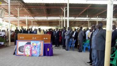 """Décès de Me Nadji Madou : famille, politiques et étudiants pleurent une """"grande perte"""" pour le Tchad"""