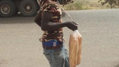 Tchad : quand la vente du pain met la vie des jeunes en danger