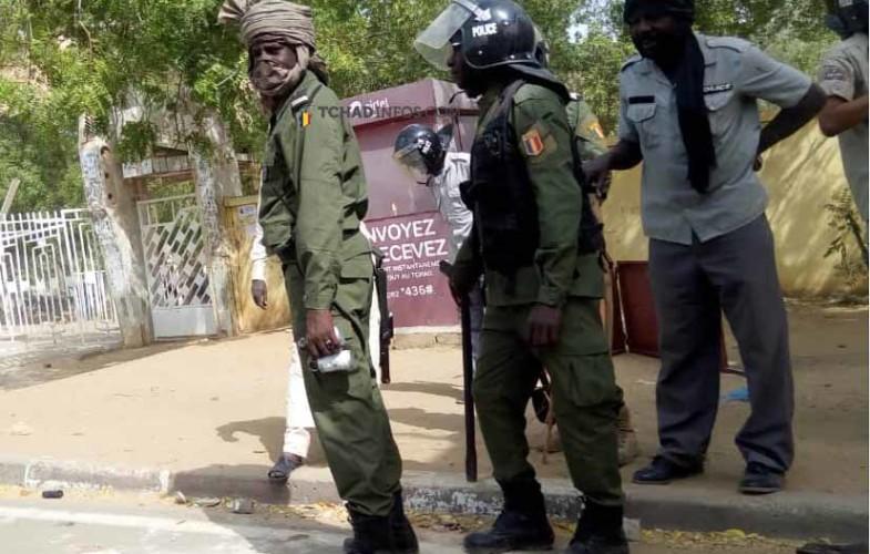 Société: une répression policière fait des blessés légers