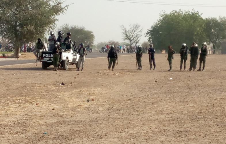 Insolite : déployée, la Police épuise ses gaz lacrymogènes