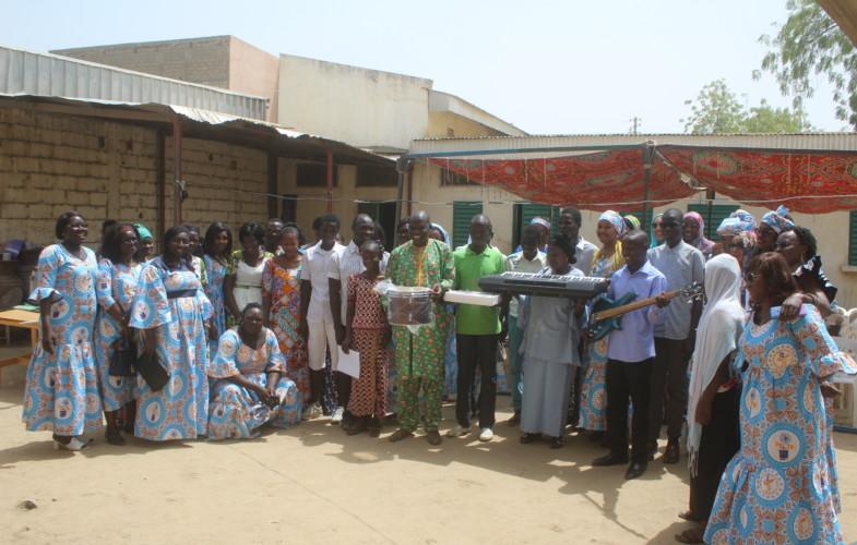 Tchad : les femmes de  Bolloré donnent le sourire aux jeunes aveugles