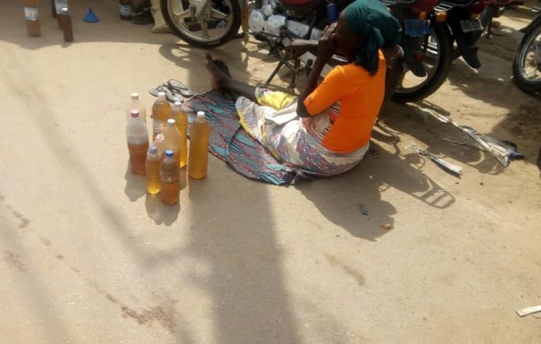 Tchad : malgré les risques, les vendeurs d'essence à la sauvette n'abandonnent pas