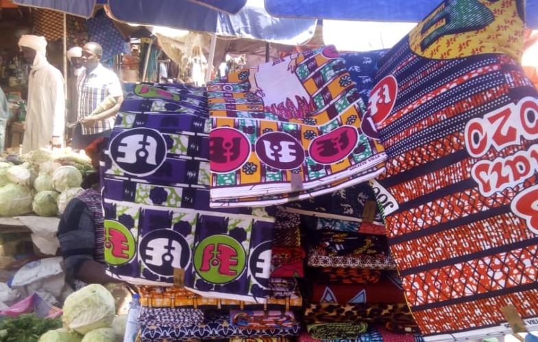 Fête de 8 mars : jour J-3, le marché des pagnes Senafet connaît une expansion