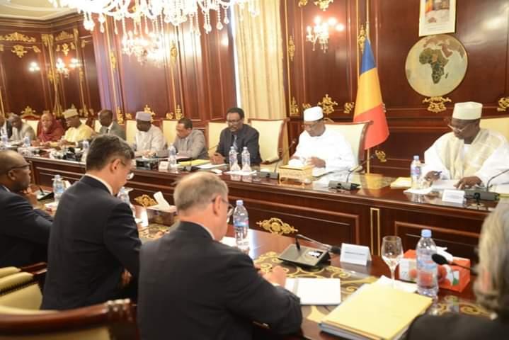 Tchad : le président Déby dirige une réunion consacrée au Covid 19