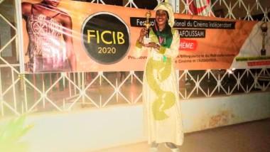Culture : la réalisatrice Hanifa Ali Oumar primée au FICIB 2020