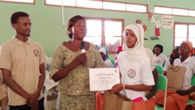 Tchad: trois meilleures élèves du lycée féminin récompensées par l'association Futur team