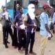 Coronavirus : le gouvernement évacue en bus les étudiants stationnés à Koutéré