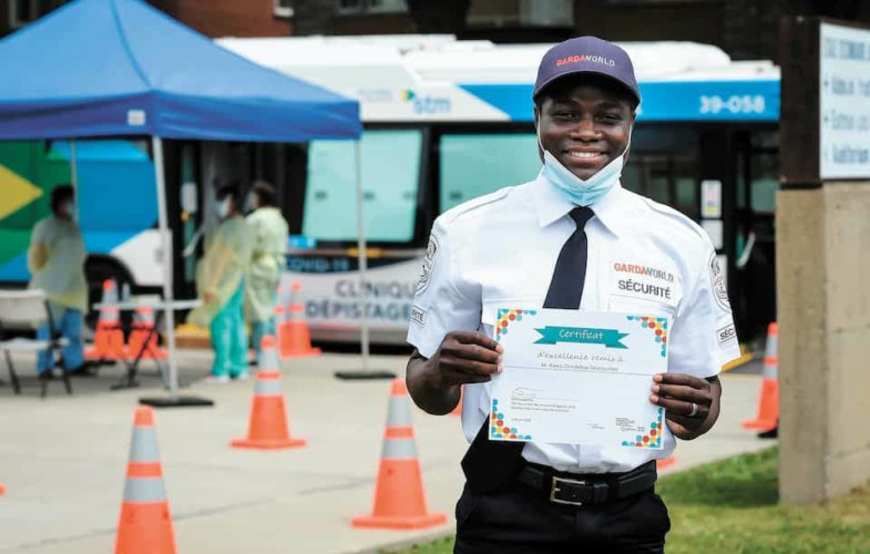 Coronavirus : un Tchadien sauve un patient en file pour le test à Montréal