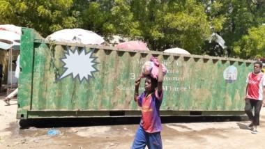 Tchad : marché central de N'Djamena, les ordures pourrissent la vie des commercçants