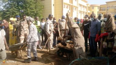 Tchad : la gendarmerie nationale et les groupements féminins balaient le ministère de la Femme