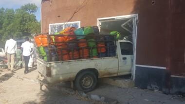 Faits divers : une voiture transportant des bouteilles de gaz s'encastre dans une boutique