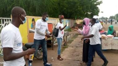 Tchad: un groupe de volontaires apporte son aide aux candidats au bac
