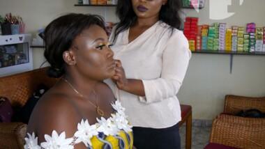 VIDÉO. Lela met de côté son diplôme en Management des entreprises pour le maquillage