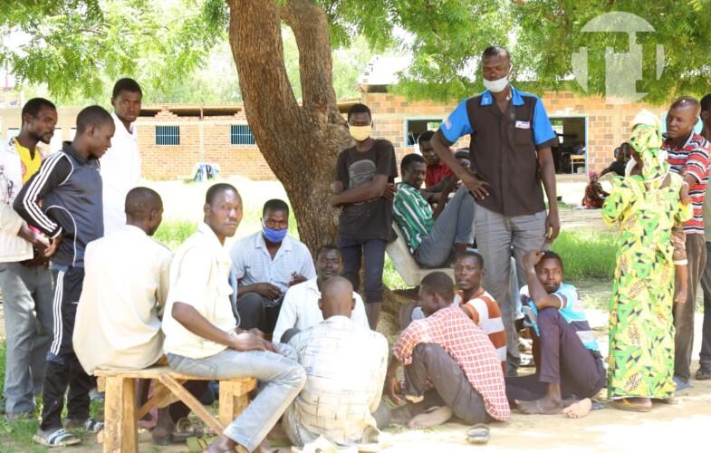Tchad: à un mois de la reprise des cours, des sinistrés d'inondation occupent les écoles