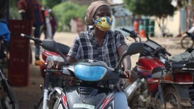 Tchad :  Françoise Diddy, la femme au volant de moto-taxi