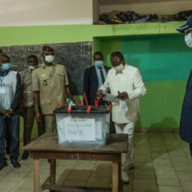 Guinée/présidentielle : les observateurs saluent un scrutin apaisé, transparent et inclusif