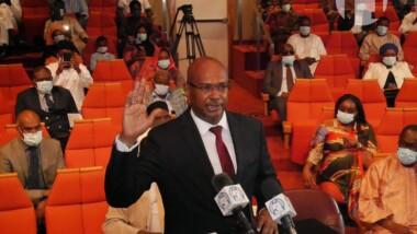 Cémac : prestation de serment du nouveau commissaire de la Cosumaf, Noh Outman Issa