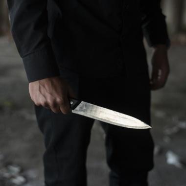 Faits divers : il tue sa copine pour infidélité en lui assenant 9 coups de couteau