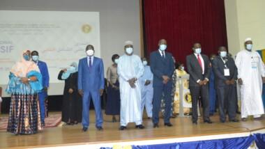 تشاد: أعضاء لجنة مراقبة قرارات المنتدى الوطني والذين تم تكريمهم بوسام تشاد الوطني