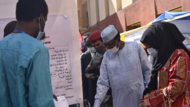 SME : le maréchal du Tchad visite les stands des jeunes entrepreneurs