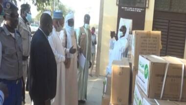 Tchad : don des médicaments de l'ONG koweitienne Aid Society à la délégation sanitaire du Ouaddaï