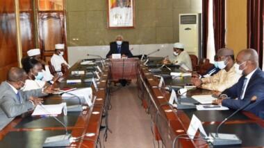 """كوفيد-19: """"الوضع مقلق للغاية في مدينة أنجمينا"""" ، لجنة إدارة الأزمات الصحية"""