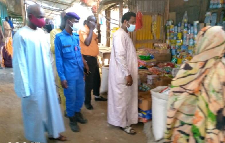 Tchad : les agents de la mairie imposent le respect des mesures barrières au marché à mil