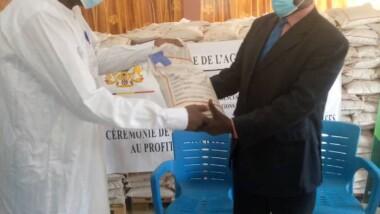 Tchad : la FENOPS remet 853 tonnes de semences améliorées au ministère de l'Agriculture