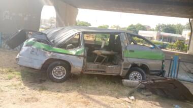 تشاد: سائق حافلة نقل ركاب صغيرة يفقد السيطرة ويصطدم بدوار جسر أنجاري
